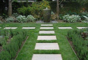 Koszenie trawy, jak firma kosi trawę